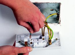 how to change a double plug socket